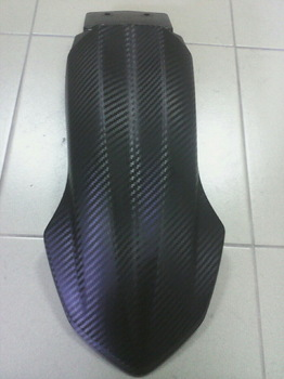 Оклейка переднего щитка мотоцикла YAMAHA в черный 3D карбон