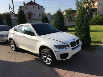 Полная оклейка BMW X6 в белый мат, крыша в черную панорамную пленку.
