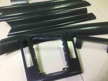 Оклейка элементов салона BMW 5 в черную кожу рептилий