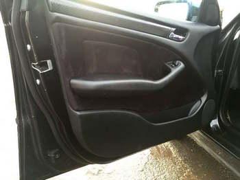Оклейка дверных карт BMW 3 в алькантару